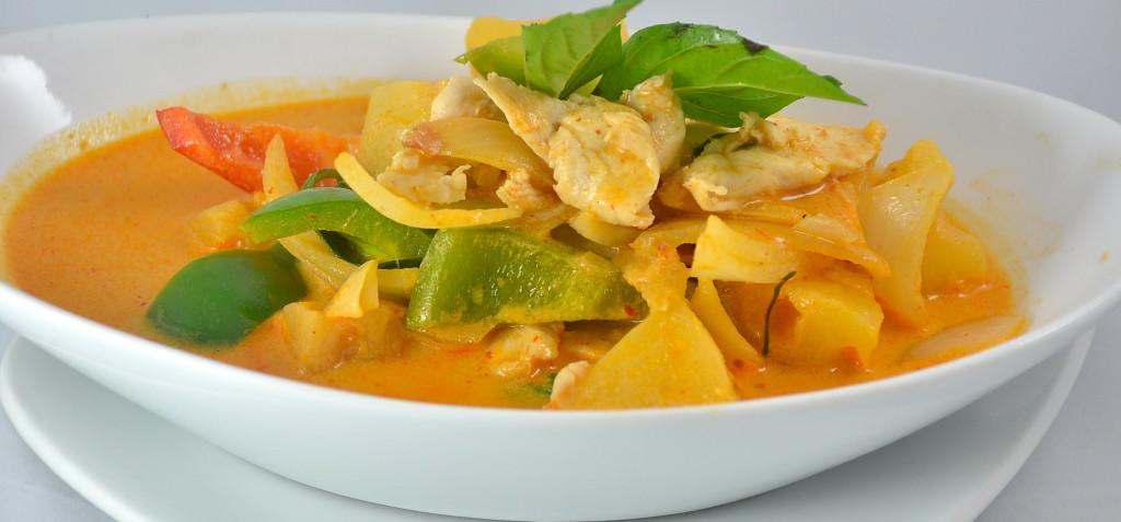 Gaeng Kua Sapporod (Pineapple Curry)