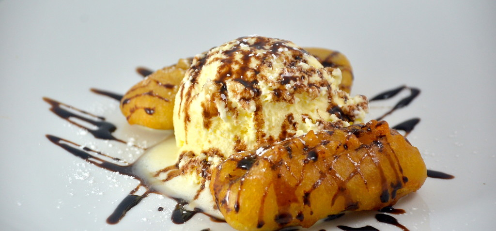 Gloy Tod (Deep Fried Banana with Ice Cream)